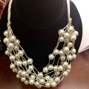 Jewelry - Pearl statement necklace.